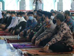 Dampingi Menko Polhukam, Plt Gubernur Sulsel Salat dan Saksikan Sekeluarga Masuk Islam Hingga Kunjungi Gereja Katedral