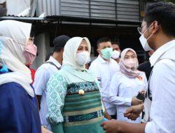 Wawali Fatmawati Serahkan Bantuan Korban Kebakaran Kampung Lepping Kelurahan Jongaya